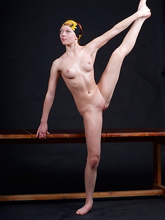 Flexible skinny girl gets naked and starts posing in front of the camera