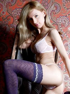 Artful blue stockings and a lovely white lace bra makes the beautiful Gisele look so sexy