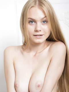 Pretty babe with sparkling blue eyes and big tits is thrilled to be naked for you