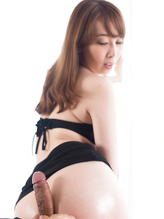 Stunning Asian looker Aya Kisaki uses her buttcheeks to make a dick cum