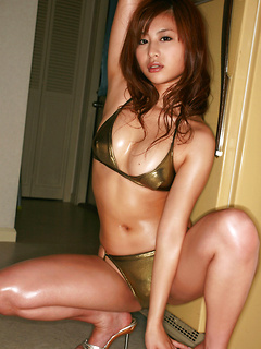 Fantastic Asian bombshell Mika Inagaki shows off her hot body in a bikini